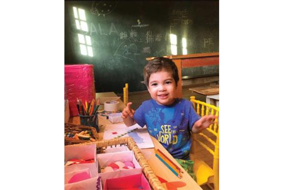15h - Na escola ele faz o que mais gosta: bagunça! Conviver com outras crianças é ótimo para o desenvolvimento dele.(Foto: Reprodução/ Instagram @alinegoficial)
