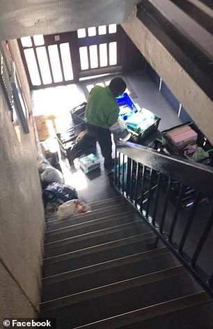 """Os termos e condições da empresa Asda, que estão disponíveis em seu site, dizem que podem haver circunstâncias em que eles não se responsabilizam com a entrega na porta da frente. Quando há riscos de ferimentos ou as escadas são """"estruturalmente inseguranças."""""""