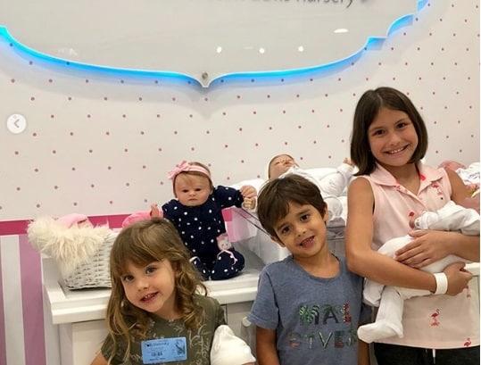 Filhos de Malvino curtindo a loja de brinquedos (Foto Reprodução: Instagram)
