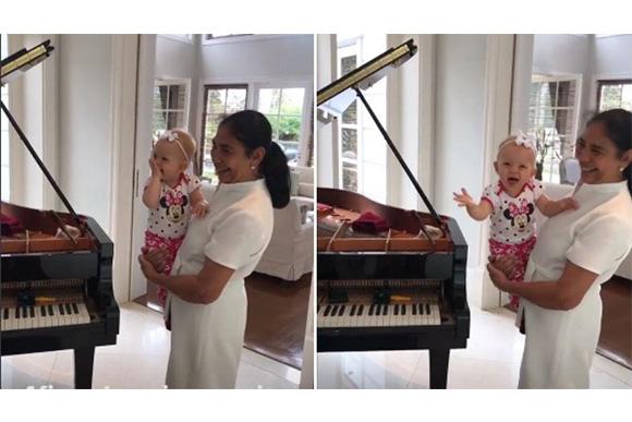 Manuela parece muito animada ouvindo Roberto Carlos (Foto: Reprodução: Instagram @eliana)