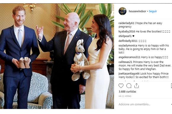 O casal real foi presenteado com um canguru de pelúcia (Foto: Reprodução/Instagram)