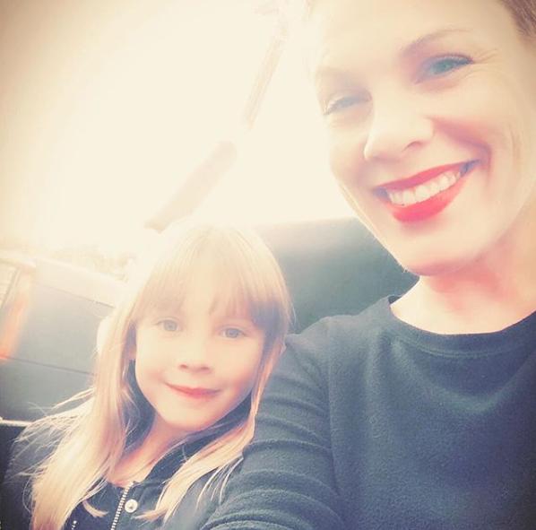 A cantora compartilha os momentos com a família nas redes sociais. (Foto: Reprodução Instagram @pink)
