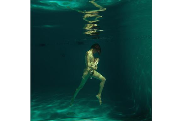 Fotógrafa cria projeto Aquadural para celebrar a beleza do parto na água (Foto: Reprodução/ Instagram @missanielaphotography)