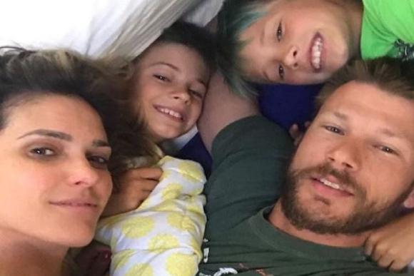 Os filhos de Rodrigo e Fernanda estão em outro pais recebendo uma educação mais informal (Foto: Reprodução/ Instagram @rodrigohilbert)