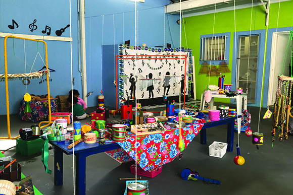O Pátio Sonoro foi criado pelas próprias crianças (Foto: Jennifer Detlinger)