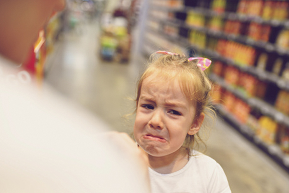 Bater, xingar ou gritar com as crianças, faz com que o hormônio de estresse aumente. (Foto: Getty Images)