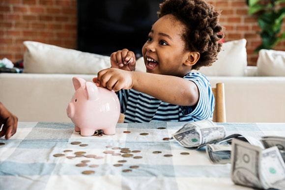Nunca é tarde para abrir uma poupança para seu filho (Foto: GettyImage)