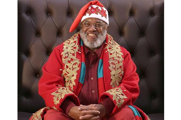 Rubens é aposentado e teve o apoio da família para ser Papai Noel (Julio Sonnewend/Vale Sul Shopping)
