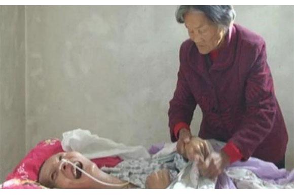 A mãe, que nunca desistiu, conseguiu seu filho de volta (Foto: Reprodução/ Portal TKM)