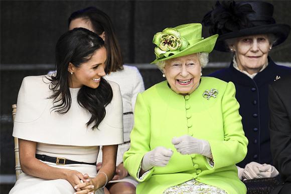 Rainha Elizabeth convida mãe de Meghan Markle para celebrar o natal. (Foto: Getty Images)
