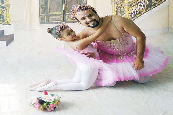 Mirela e Marcos no ensaio fotográfico (Foto: Reprodução/Facebook)