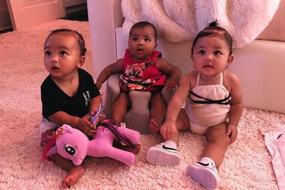 Quase trigêmeas Kardashian (Foto: reprodução instagram)