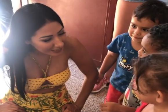 Simaria canta com crianças da ONG (Foto: Instagram/Reprodução)