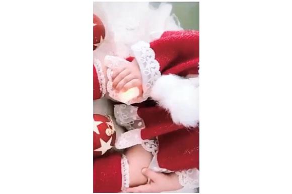 Bella faz um ensaio para o natal. (Foto reprodução instagram)