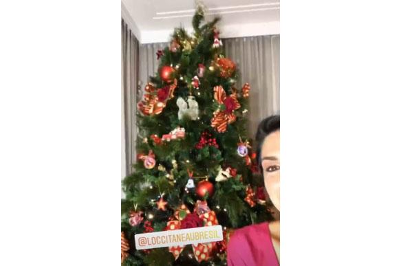 Stories em que ela mostra a árvore de natal (Foto: reprodução instagram)