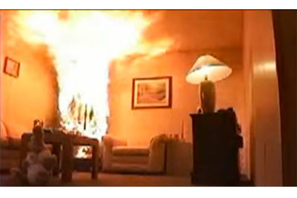 Momento em que o fogo ganha força. (foto/print vídeo)