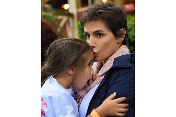 Deborah Secco publica momento íntimo com a filha (Foto: Instagram/@dedesecco/Reprodução)