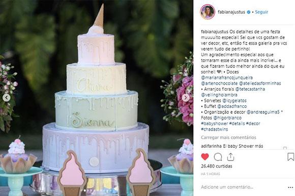 O nome das meninas estava no bolo! (Foto: Reprodução/ Instagram)