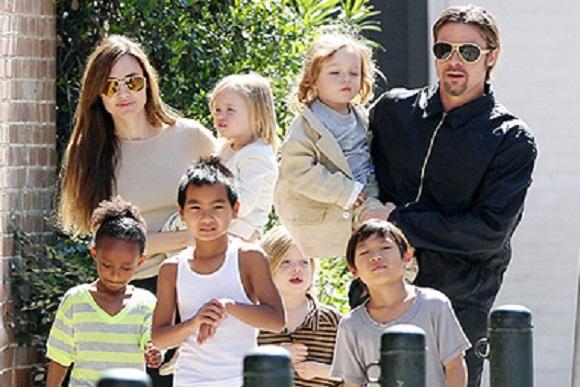 A família Jolie-Pitt conta com 3 crianças biológicas e 3 adotadas (Foto: Reprodução/ Alto Astral)