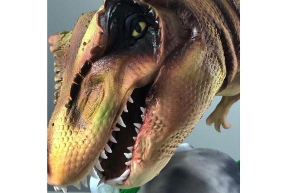 Bolo superrealista de T-Rex (Foto: Reprodução Instagram / @alexalvinocake)