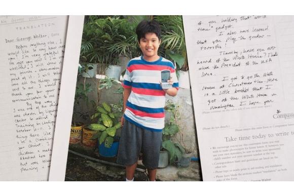 Timothy tinha 7 anos quando Bush pai começou a ajudá-lo (Foto: Compassion International/BBC)