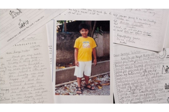 Timothy e Bush trocaram cartas por 10 anos (Foto: Compassion International/BBC)