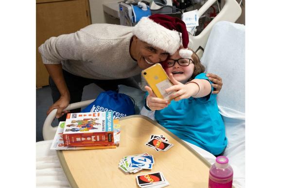 Obama durante visita a Hospital Infantil (Escritório Pessoal de Barack Obama/The Washington Post/Reprodução)