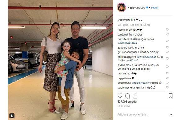 A família estava reunida para prestigiar Ysis (Foto: Reprodução/ Instagram)
