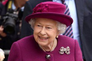 Rainha Elizabeth vai ficar de repouso após internação