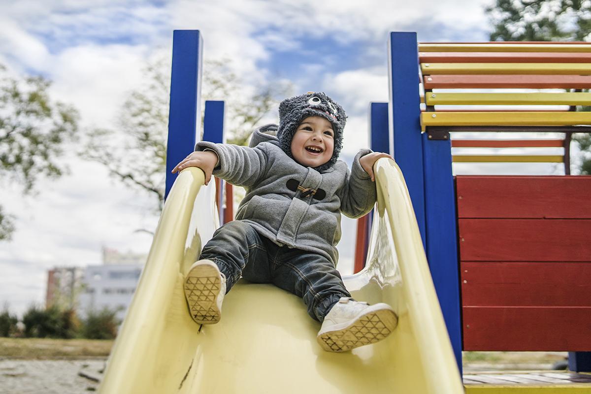 1be6a757f6 Brincar não exige esforço, você não precisa ter ideias mirabolantes para  participar da brincadeira com seu filho só esteja presente (Foto: Getty  Images)