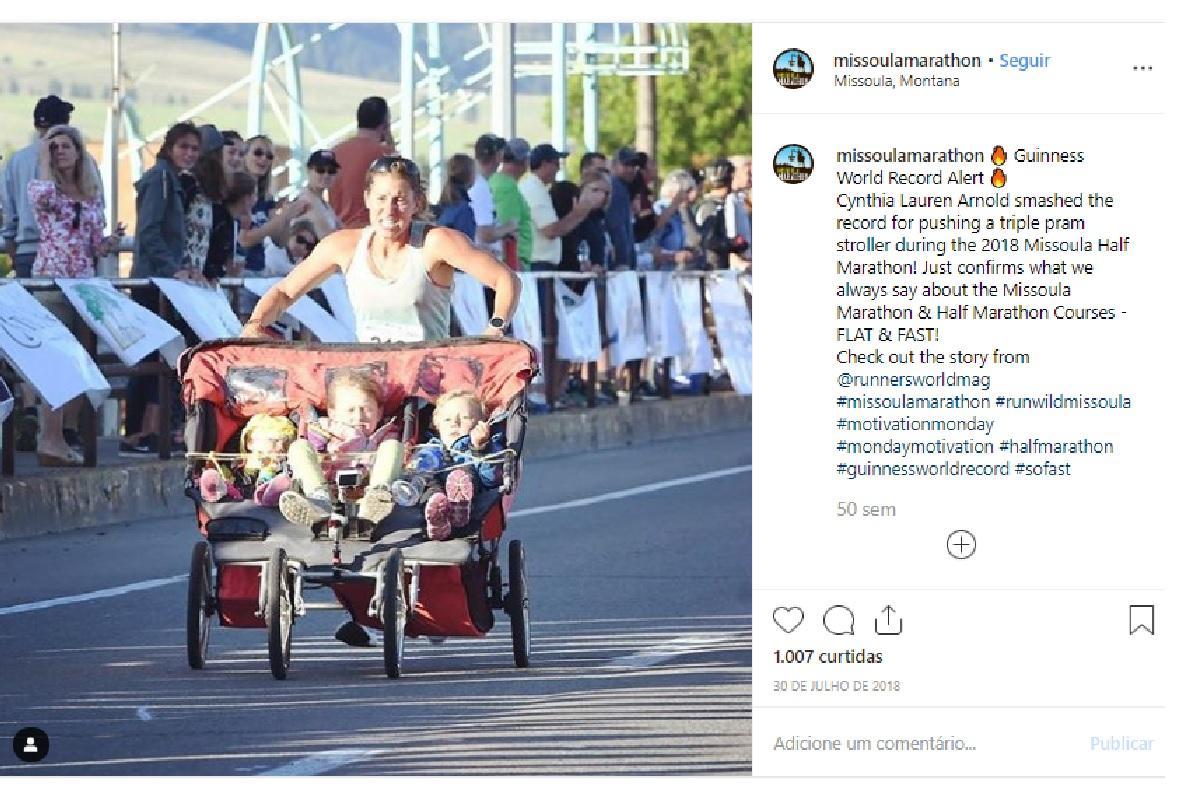 Mãe quebra recorde mundial e corre maratona empurrando os