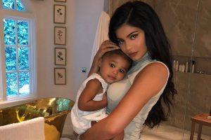 Kylie aguarda aniversário da filha para lançar coleção