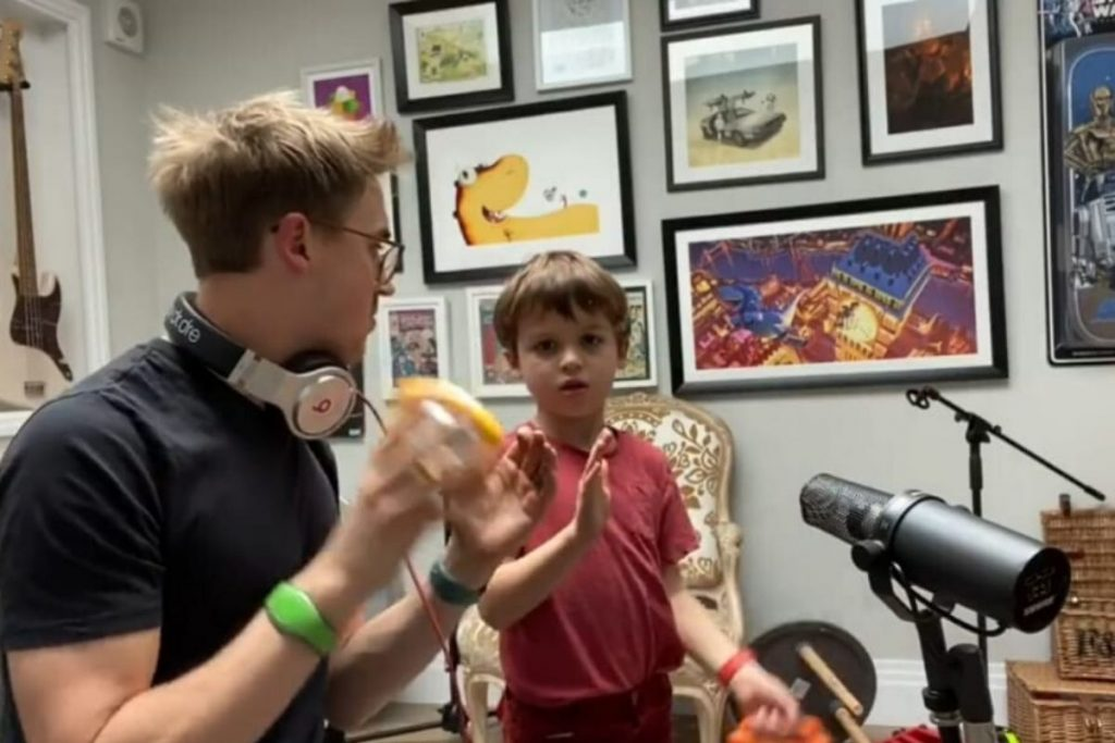 Cantor do McFly cria banda com os filhos durante a quarentena e o talento das crianças impressiona – Pais&Filhos