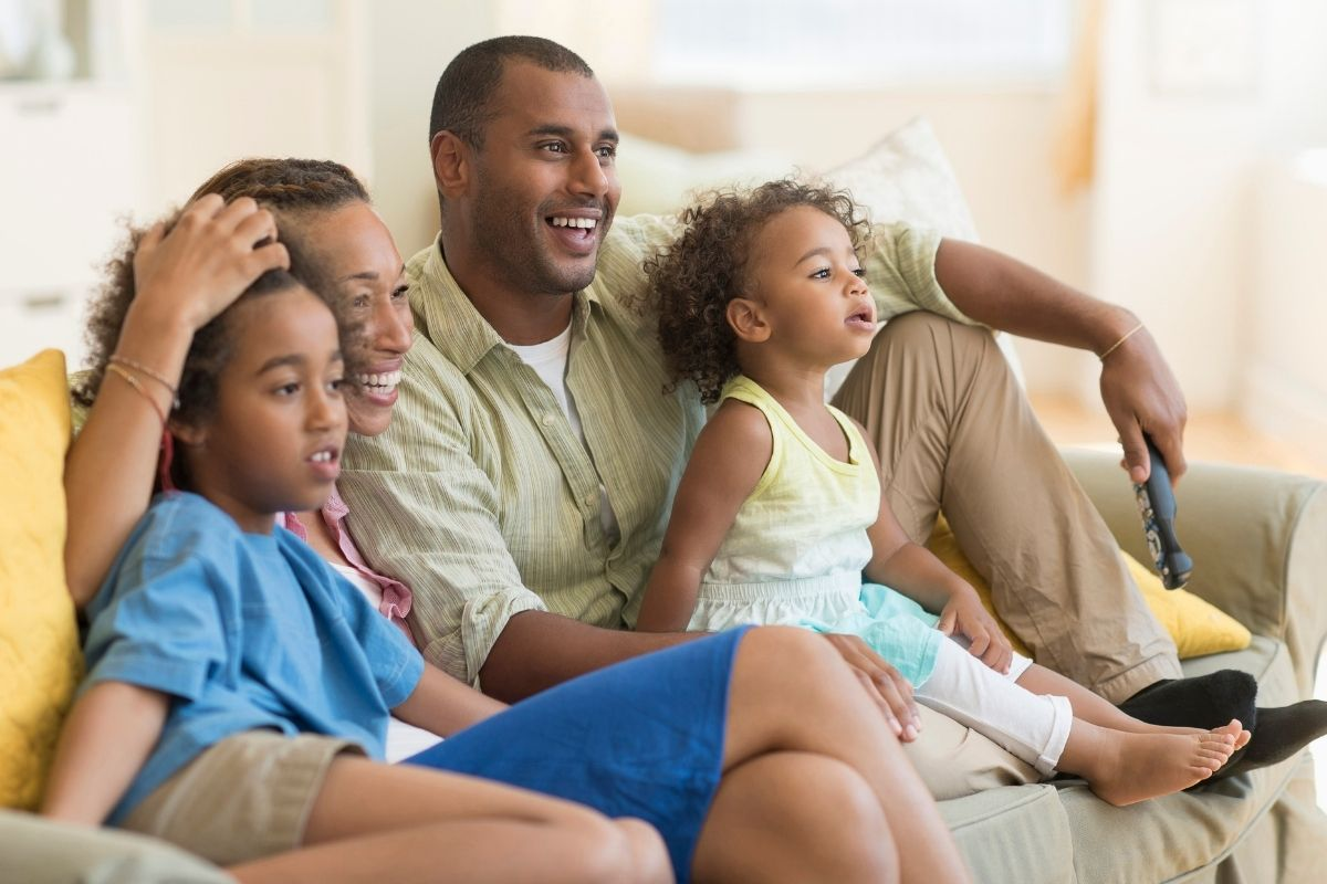 As famílias devem se atentar ao que os filhos assistem