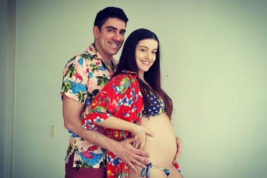 """Marcelo Adnet troca carinhos com esposa prestes a dar à luz: """"Filha, a gente está te esperando"""" – Pais&Filhos"""