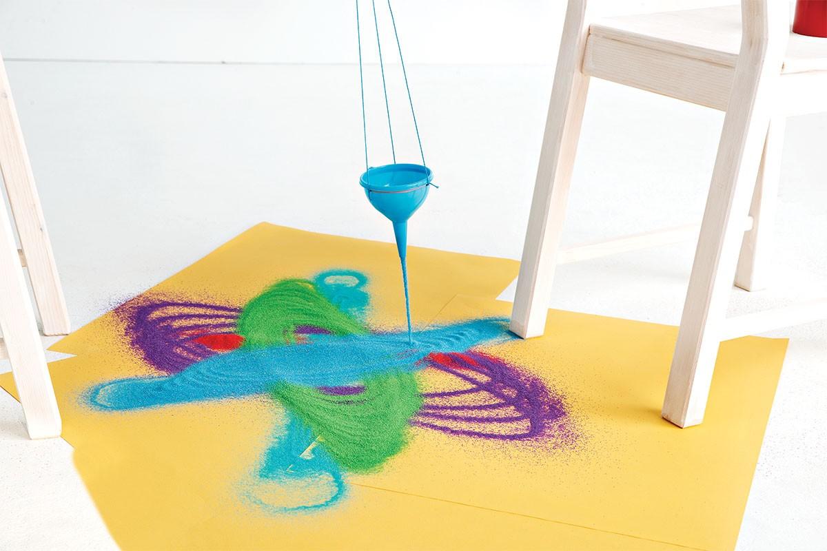 Aprenda a montar um pêndulo de areia para brincar durante o Dia das Crianças