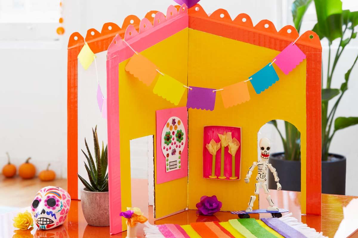 A casa temática de dia de los muertos é uma ótima opção de decoração para o Halloween e atividade manual para os seus filhos