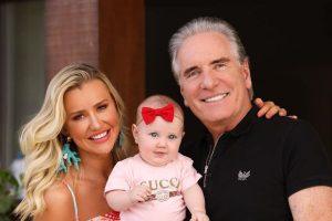 Vicky é filha de Roberto e Ana