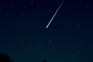 Um meteoro caiu em cima da cama da mulher