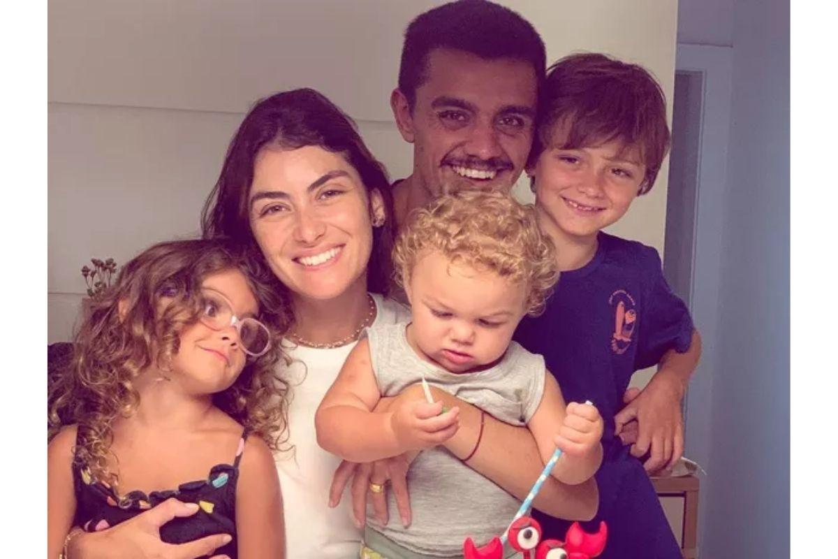 Mariana e Felipe são pais de Joaquim, Maria e Vicente