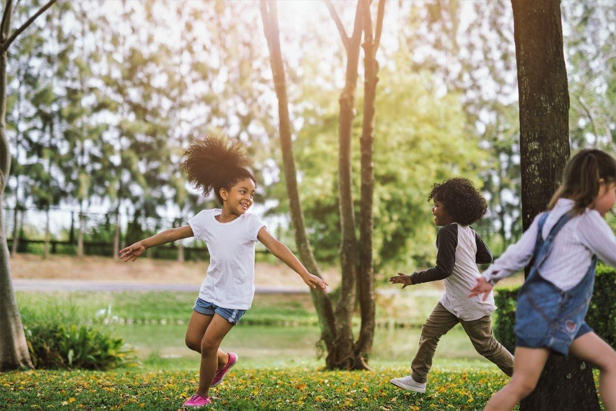 É importante ensinar ao seu filho que uma boa amizade traz à tona o melhor deles - assim como eles devem fazer o mesmo para serem considerados bons amigos. É uma via de mão dupla