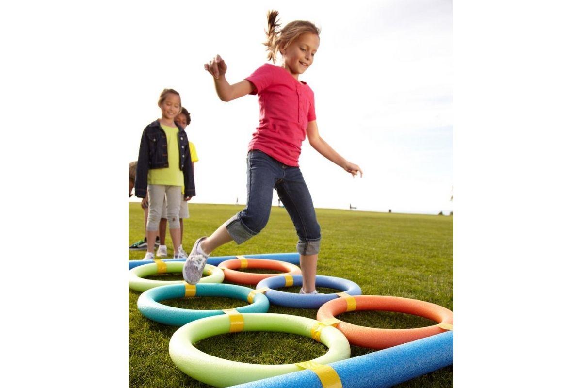 A corrida com obstáculos é uma ótima atividade para o Dia das Crianças!