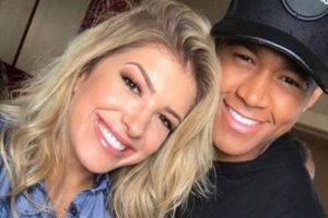 Léo Santana e Lore Improta comemoraram o aniversário de 1 mês da filha