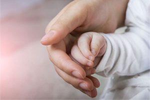 Tudo sobre a microbiota da pele do bebê: como manter o equilíbrio para a saúde do seu filho