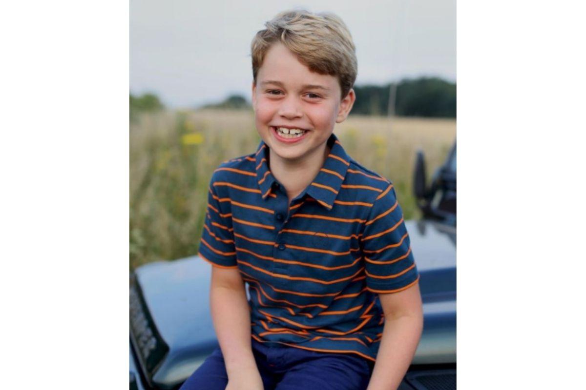 Príncipe George está com oito anos e já pode usar calças ao invés de shorts o dia todo