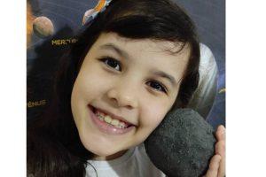 Nicole tem apenas 8 anos e é apaixonada pelo espaço!