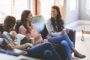 Mulher corta amizade com amiga por falar muito dos filhos