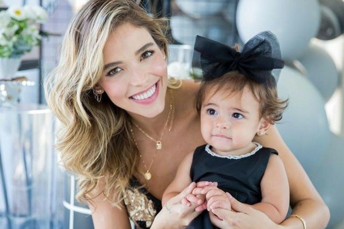 Carol Dias contou que se emocionava ao amamentar a filha Esther