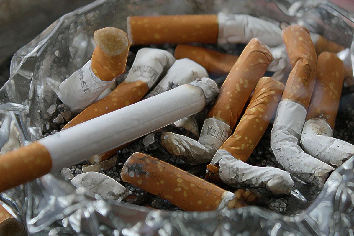 família dela incentivou os filhos a fumarem