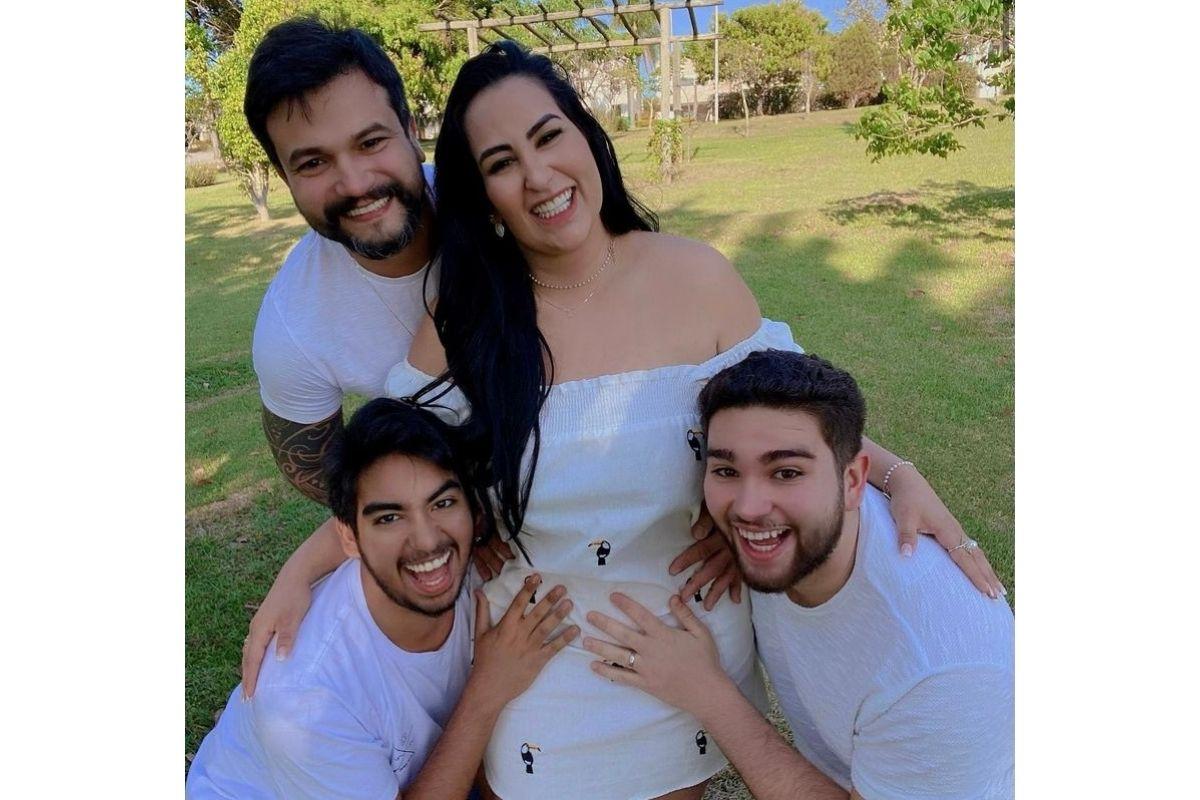Fabíola Gadelha anunciando gravidez do terceiro filho